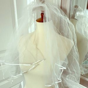 Bridal veil with double tier and satin ribbon